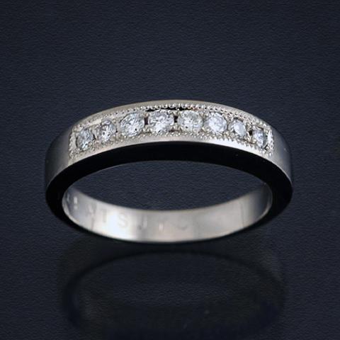 ダイヤモンドとミル装飾を施したモーニングリング