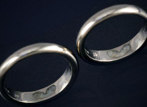 ご夫婦のための守護石を留めたペアリング