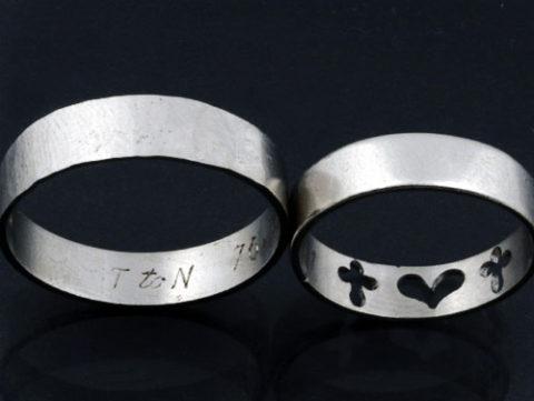 夫婦の絆を象徴するマリッジリングを一つにしたモーニングリング